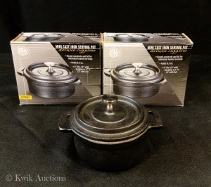 8 oz Pre-Seasoned Mini Cast Iron Round Serving Pot with Lid - Lot of 2 - 4'' Dia - CIPR42
