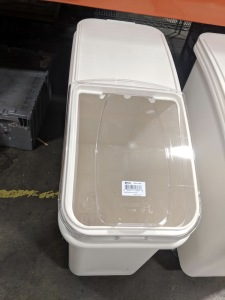 27 Gallon Rolling Ingredient Bin with Sliding Lid, Omcan 31388