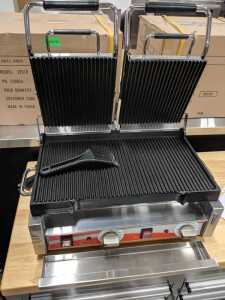 "18"""" x 10"""" Double Panini Ribbed Grill, 3200w, 220v, Omcan 19937"