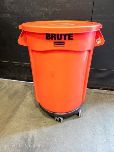 Red Brute 32 Gallon Bin with Lid & Dollie